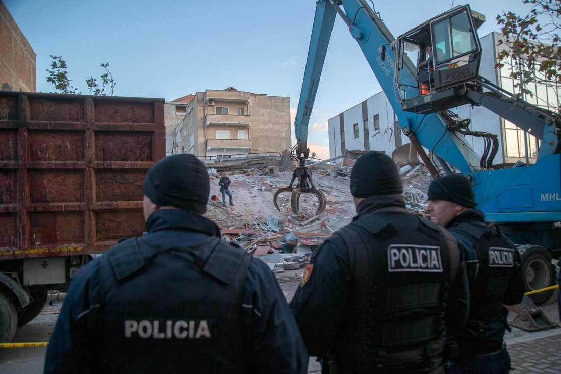 Sökandet fortsätter efter skalvet i Albanien.