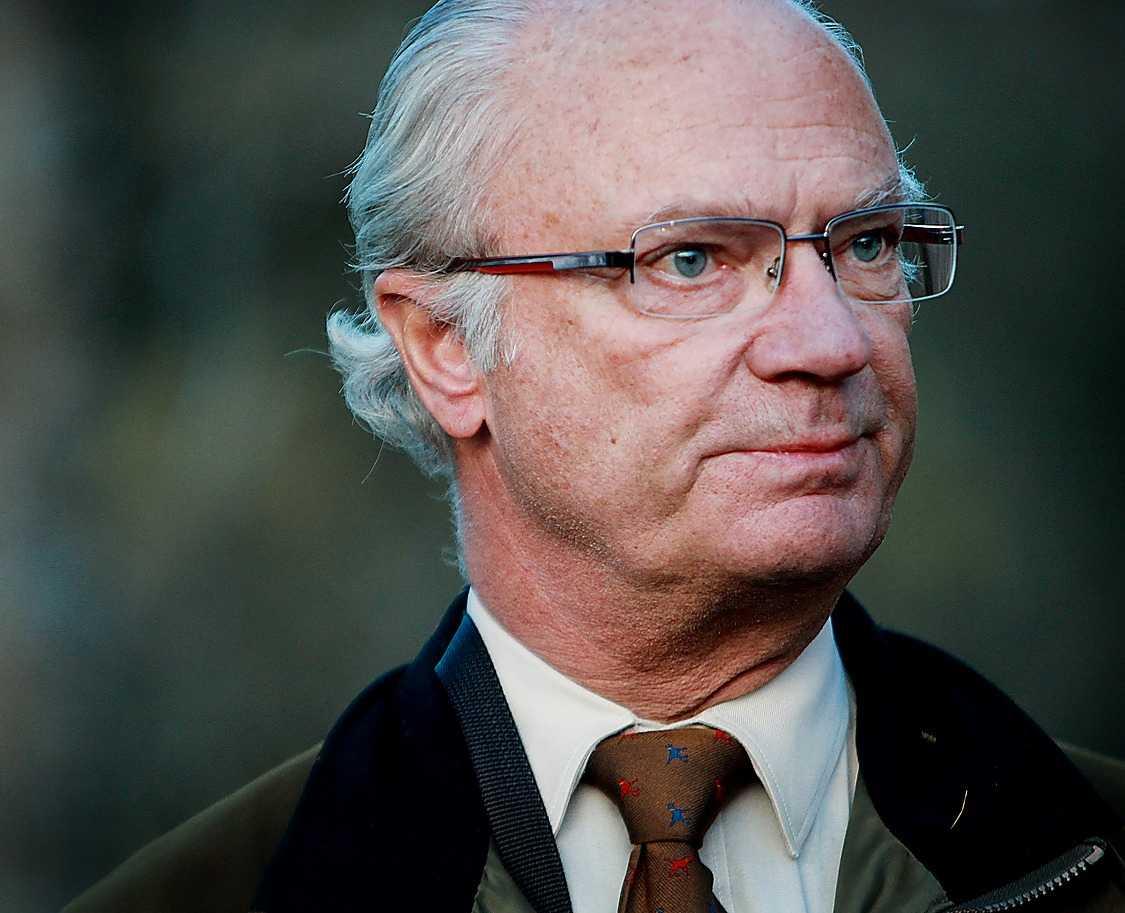 Kungen och hovförvaltningen får hjälp av Axel Calissendorff i juridiska frågor.