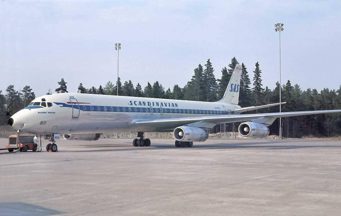 En DC-8 på Arlanda 1968.