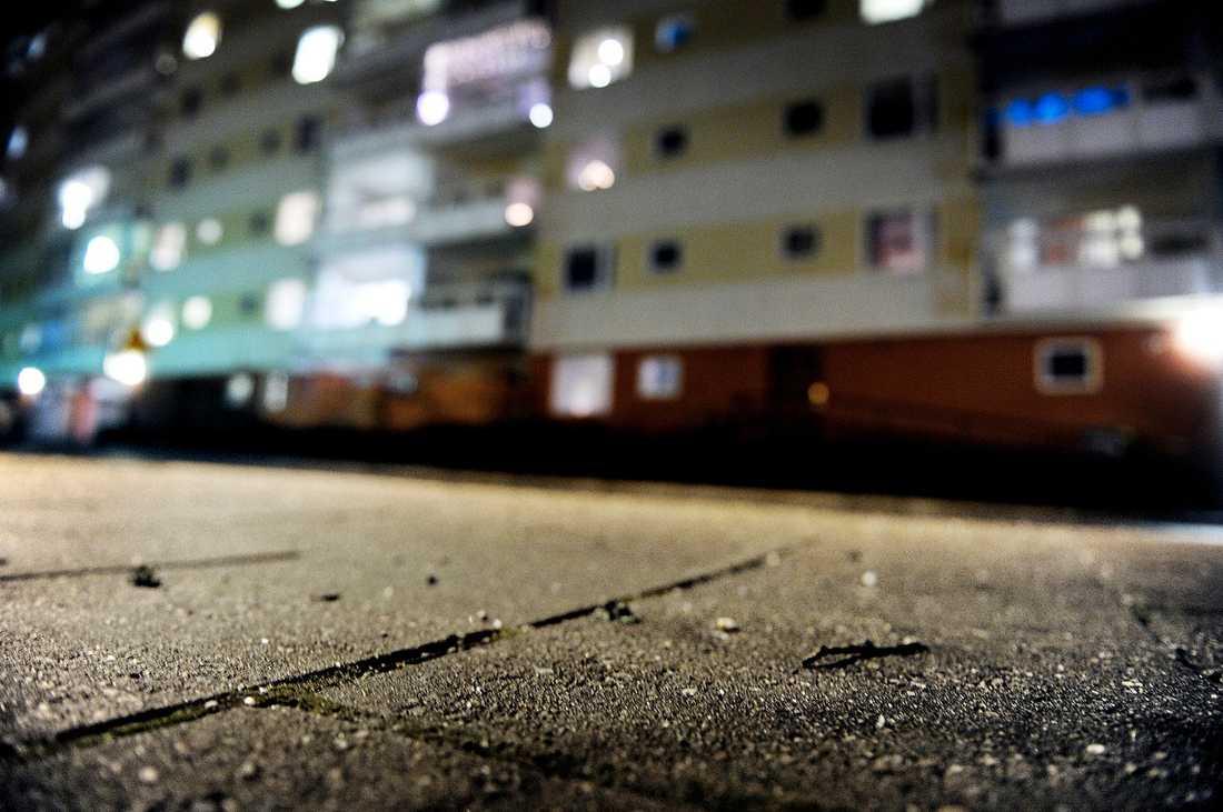 mordbrand I går åtalades den 28-årige miljöpartisten och hans 26-årige flickvän för mordförsök och grov mordbrand. Paret misstänks ha drogat kvinnans föräldrar sedan satt eld på lägenheten medan föräldrarna legat utslagna på golvet.