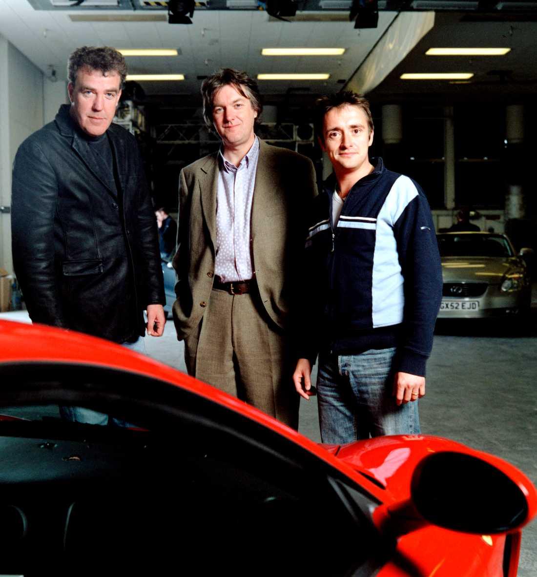 """""""Top gear"""" sändes första gången 1977 men gjordes om 2002 och blev oerhört populärt under ledning av Jeremy Clarkson, James May och Richard Hammond."""