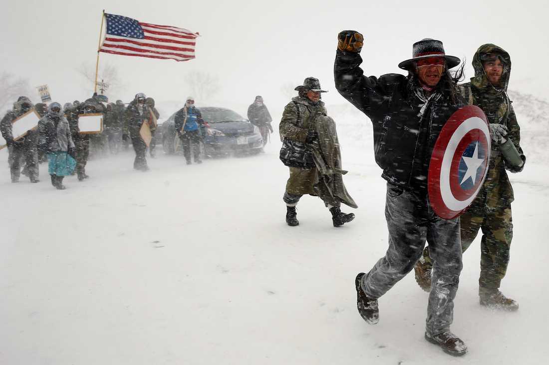 Ursprungsbefolkningen och aktivister protesterar mot oljeledningarna. Arkiv December 2016.