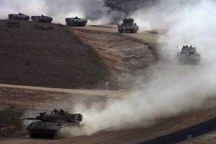 Invasion Israels regering har gett armén klartecken att tränga djupare in på Gazaremsan.