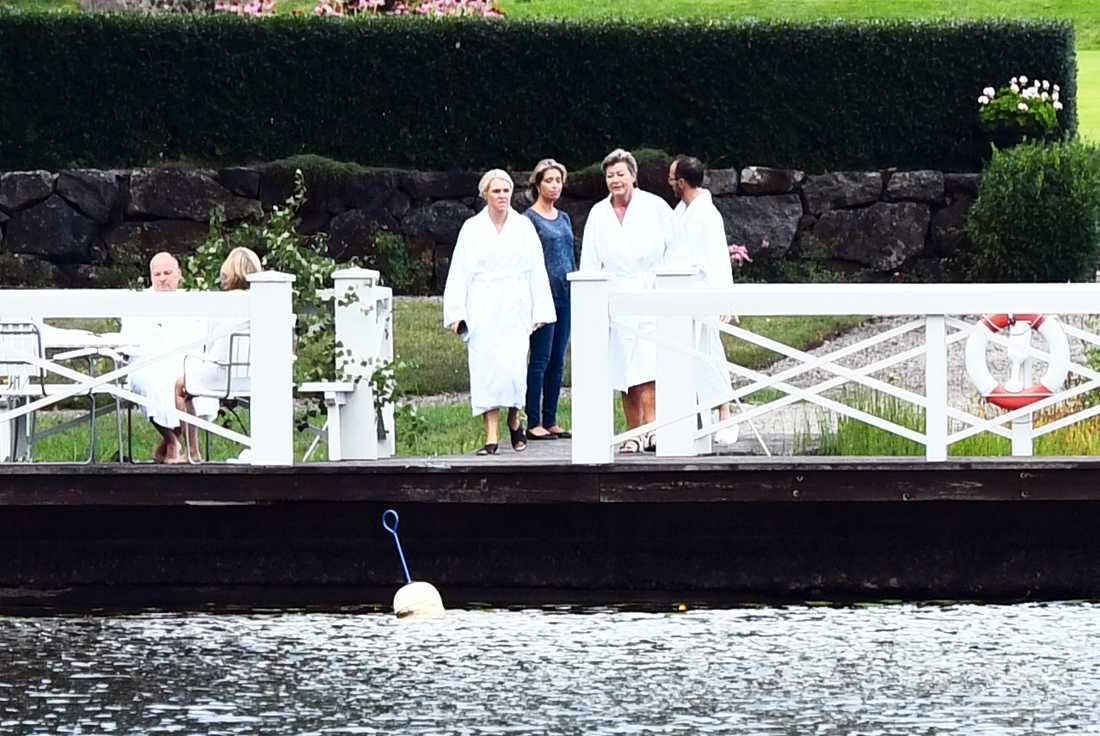 Ministrar på badhumör 2018.