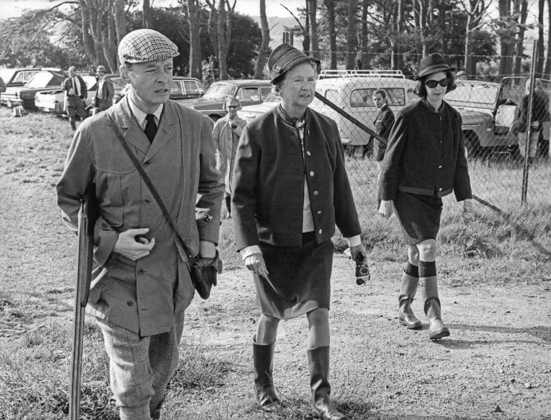 Kunglig jakt på rapphöna. Niclas Silfverschiöld, prinsessan Sibylla och prinsessan Dèsirèe. Arkiv 1967