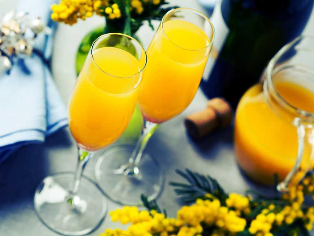 Läskande mimosa serveras väl kyld.