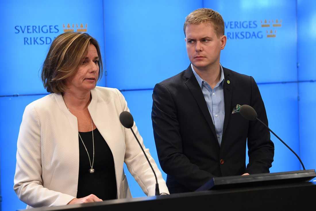 Miljöpartiets Isabella Lövin och Gustav Fridolin.