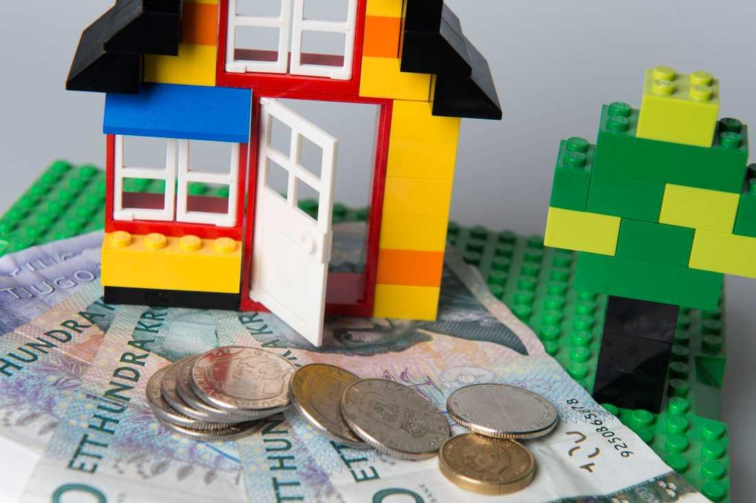 Att visa tydligt att du är redo att byta bank är dit bästa vapen i förhandlingen om bolåneräntan, enligt Frida Bratt.