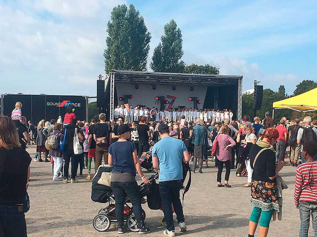 """Proggrenässans Manifestationen """"Festival för 17!"""" på Nytorps gärde utanför Stockholm i lördags. Foto: Festival för 17!"""