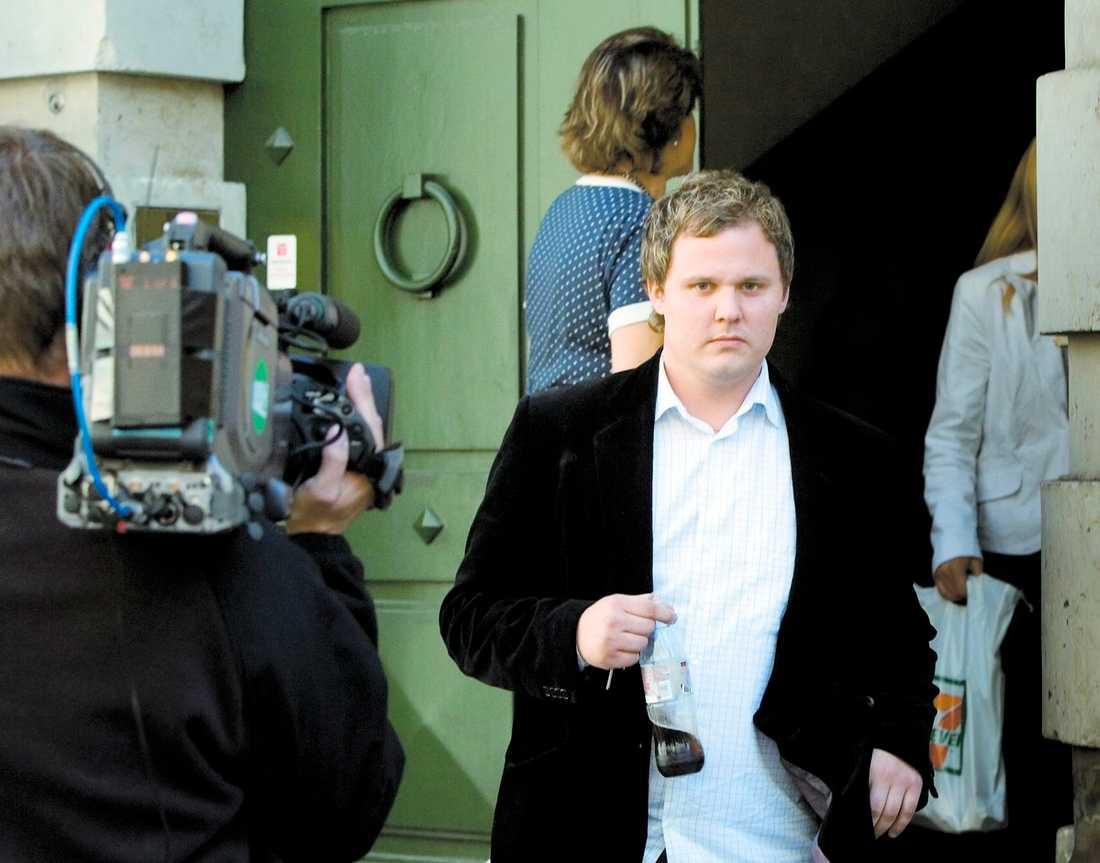 I RÄTTEN Den 29-årige supportern som attackerade domaren i EM-kvalmatchen Danmark–Sverige i juni fick i går sin dom: villkorligt fängelsestraff och samhällstjänst.