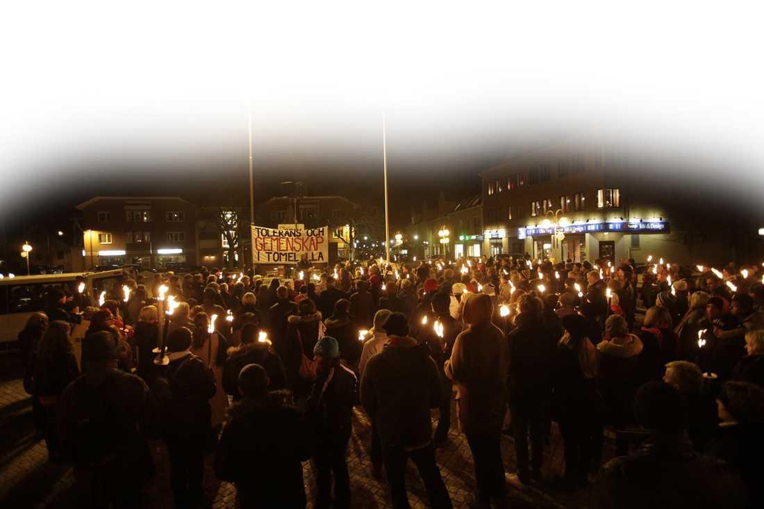 Tomelillabor i en antirasistisk manifestation sedan en muslimsk kvinna utsatts för stenkastning i januari förra året.