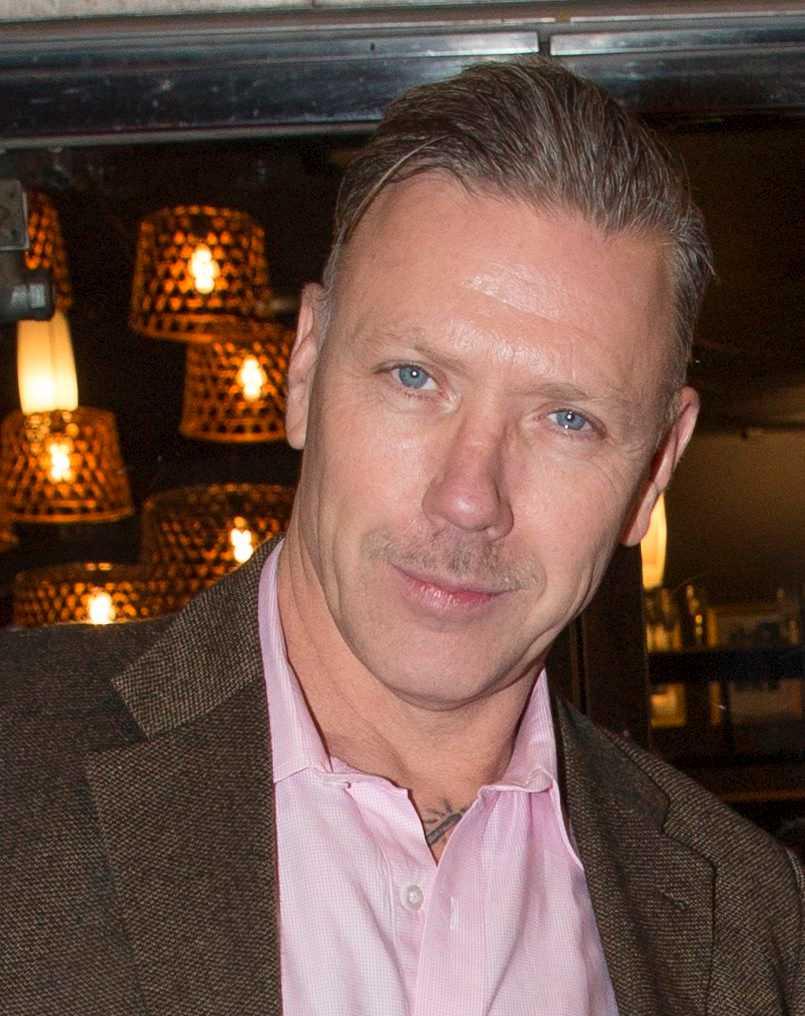 Mikael Persbrandt spelar huvudrollen.