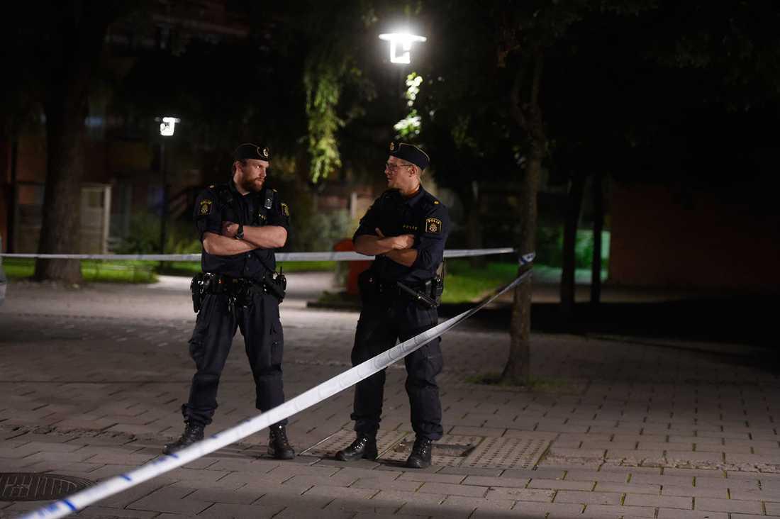 Polispådrag efter skottlossningen.