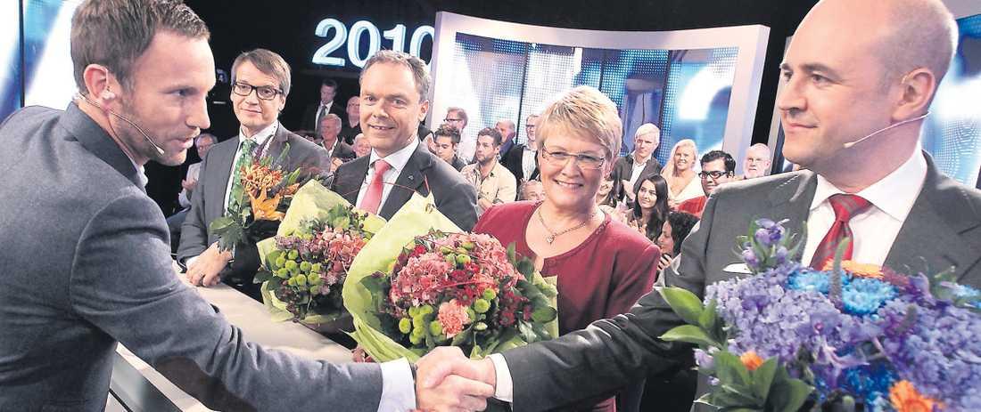 TV4-profilen Peter Jihde tackar statsminister Fredrik Reinfeldt efter valutfrågningen i Bonnier-kanalen.