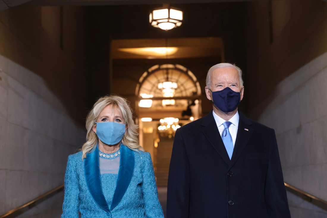 Tillträdande president Joe Biden och hustru Jill anländer till USA:s kongress.