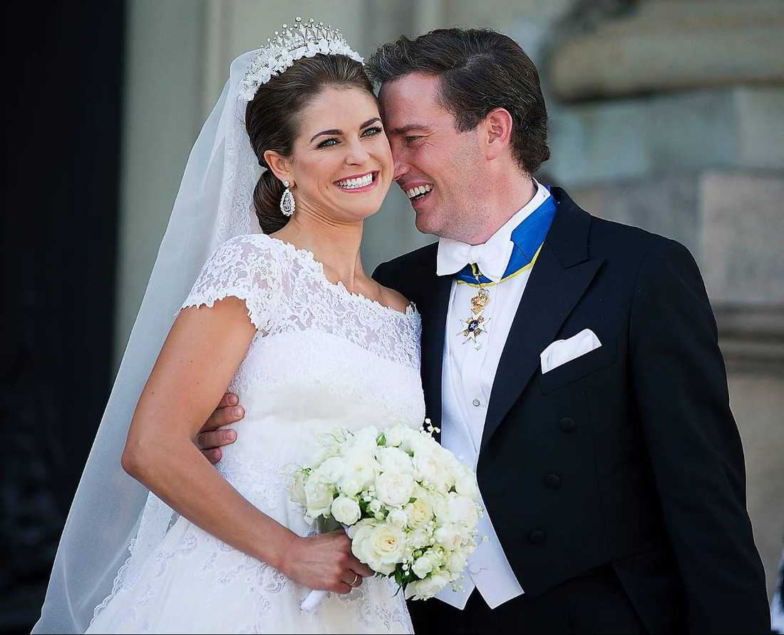 PÅ SMEKMÅNAD Prinsessan Madeleine och Chris O'Neill smet iväg obemärkta från slottet och bröllopsfesten och ut till flygplatsen där en privatjet, med ett nypris på närmare en kvarts miljard, väntade.