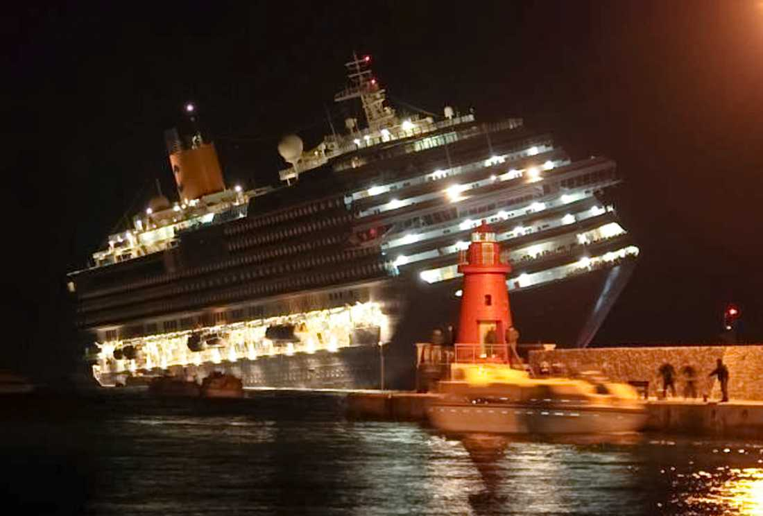 Fartyget började luta och fick problem med belysningen.