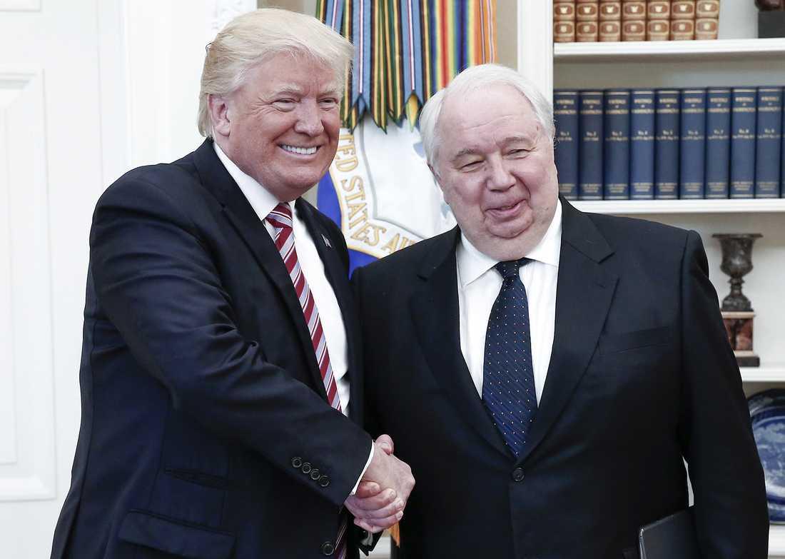 Donald Trump och ryske USA-ambassadören Sergej Kislyak under mötet i Vita huset.