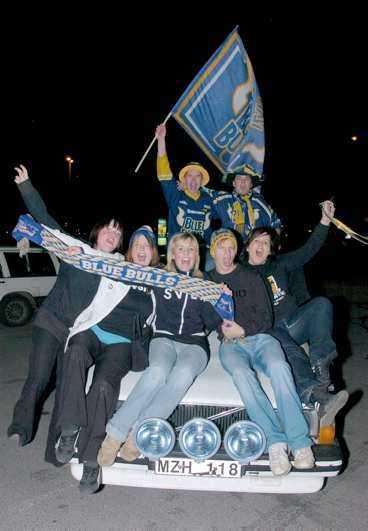 Efter slutsignalen i Kinnarps Arena fylldes gatorna i Jönköping av segerrusiga fans. Det viftades med flaggor, sjöngs hyllningssånger och jublades.
