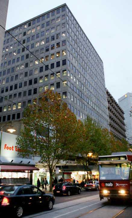 ETT DÖDSFALL Royal Melbourne Institute of Technology, Australiens motsvarighet till Tekniska högskolan. Här har sju anställda insjuknat i hjärntumör de senaste sju åren. En har avlidit. Alla utom en arbetade rakt under en mobilmast på byggnadens tak.