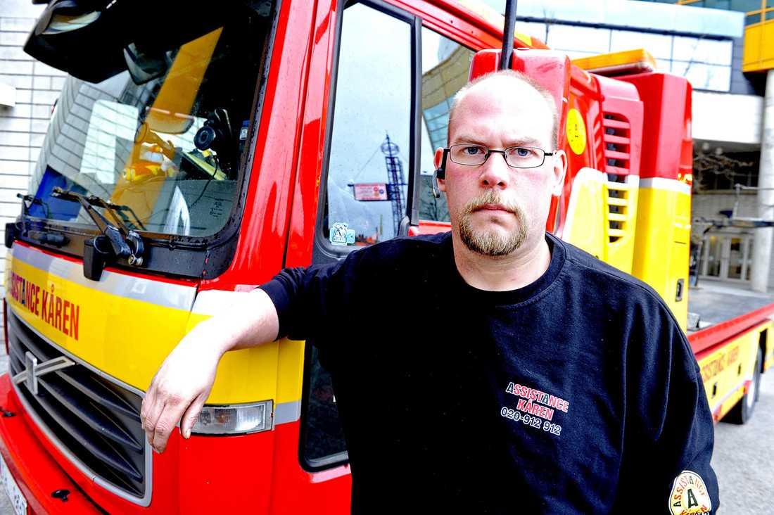 Jonas Anderssons bil stod på flaket till en bärgningsbil, lagligt parkerad, när den blev lappad.