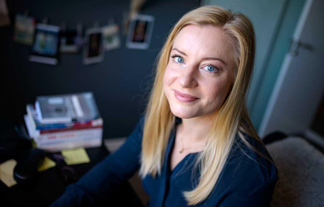 """""""I och med att vi vet så lite om vad som finns i mensskydden så vet vi inte vad de får för effekter i våra kroppar"""", säger Louise Klintner, som arbetar med en doktorsavhandling om mensskydd."""