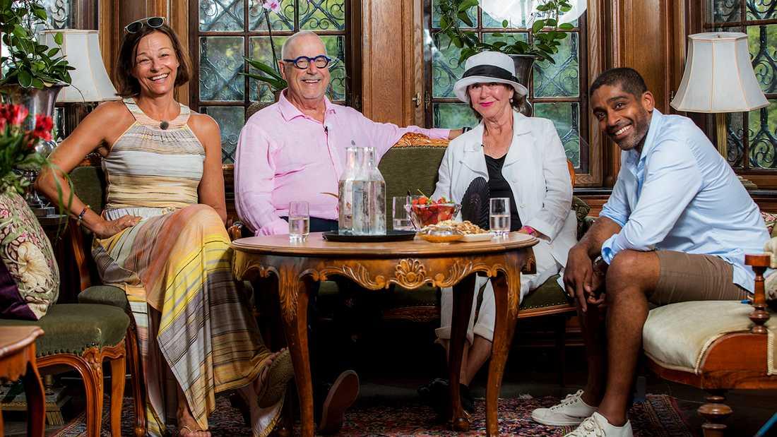 Kajsa Ernst, Sven Melander, Lena Söderblom och Alexander Karim är årets stjärnor på slottet. Saknas på den här bilden gör Camilla Läckberg.