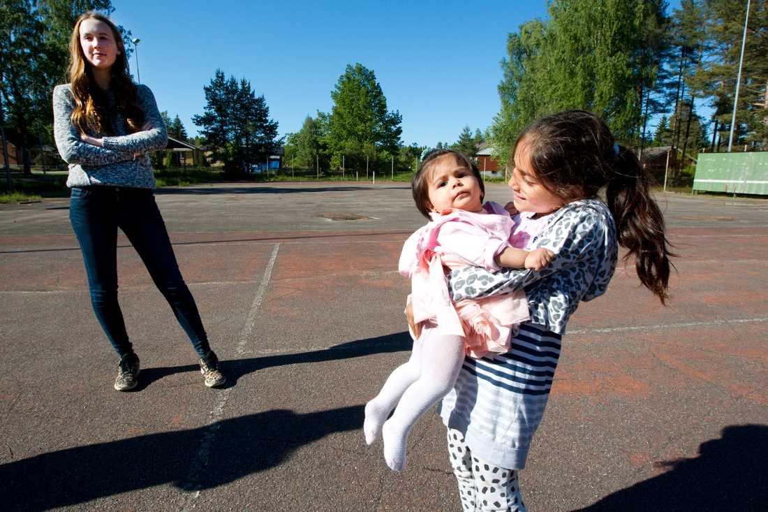 Asma och Masa har blivit som syskon till tjejerna.