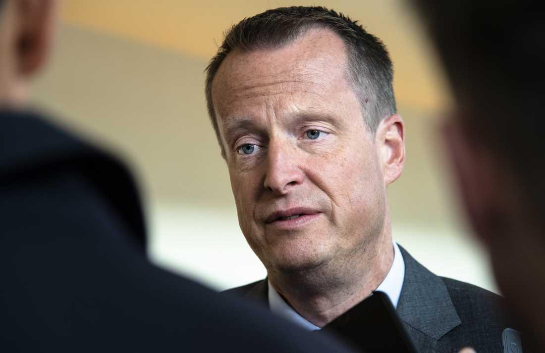 Energiminister Anders Ygeman (S) sågar regioner som redan gett upp vaccinationsmålen.