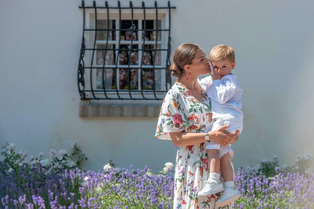 Prinsen med mamma Victoria.