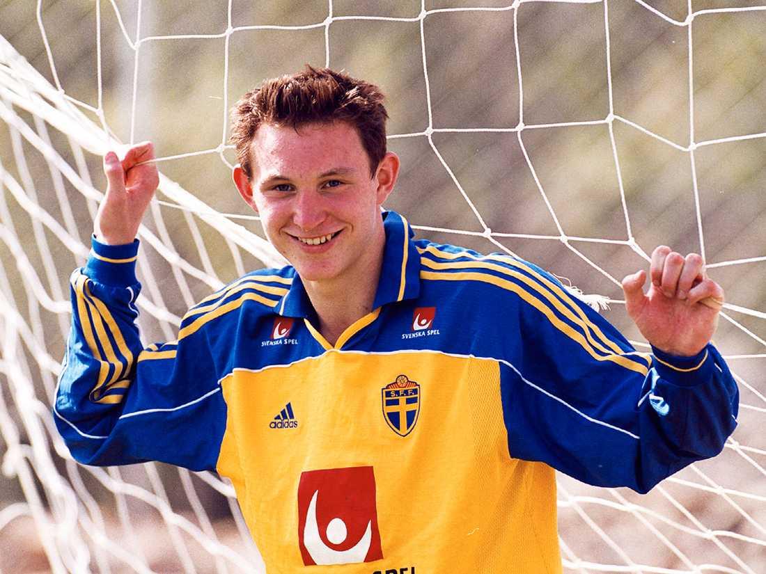 I februari 2001 debuterade Källström i svenska landslaget. Landslaget mötte Finland inomhus i Jönköping, och förlorade med 0-1. Foto: Bildbyrån.