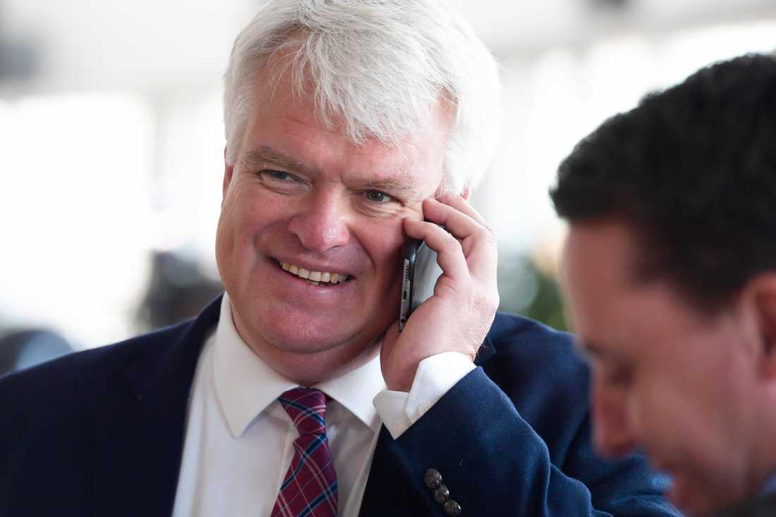 Centerns partisekreterare Michael Arthursson kommenterar SCB:s partisympatiundersökning i Riksdagen i Stockholm.