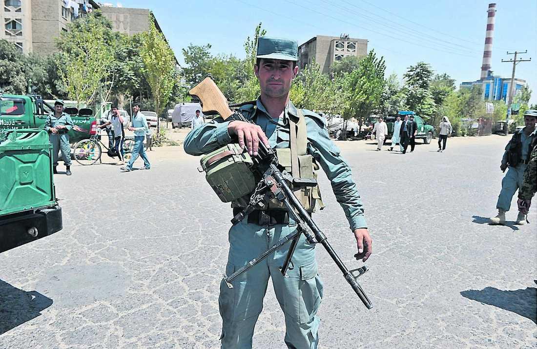 Trots hög säkerhet i Kabul inför den stora konferensen lyckades terrorister slå till i går.