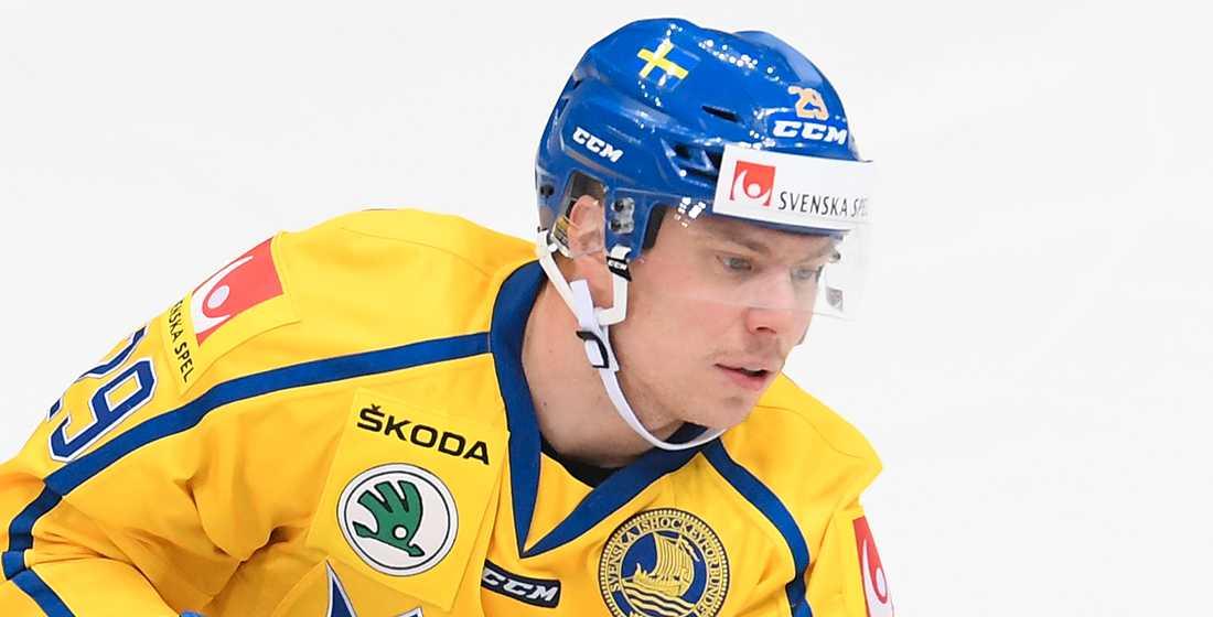 Tre Kronor-backen Erik Gustafsson är på väg till Luleå.