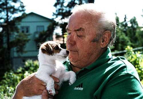 40 år efter knocken. Ingo   med hunden Dixie   på en bild från 1999.