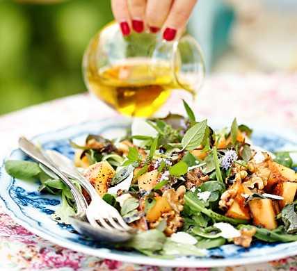 Medelhavsdieten, känd som världens mest hälsosamma diet, existerar inte bland barnen i länderna kring Medelhavet längre.