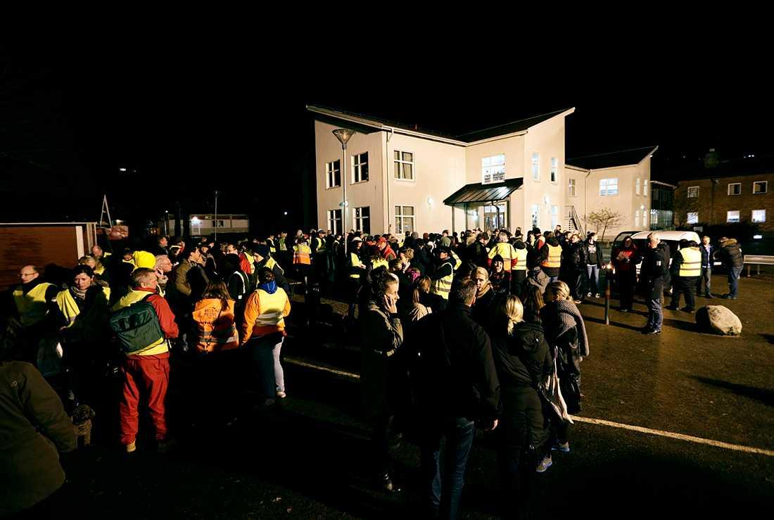 600 personer letade hela natten efter den nioåriga flickan.