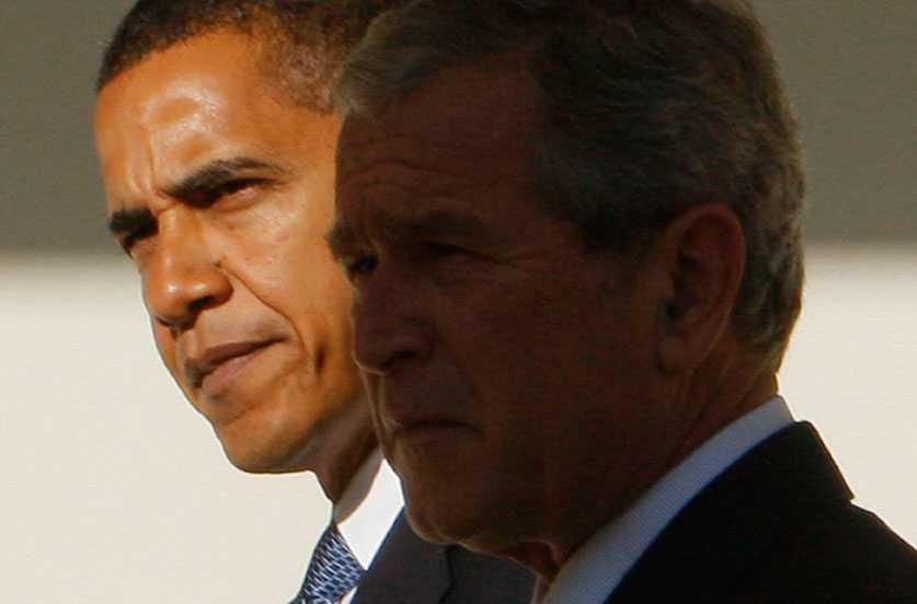 Barack Obama och sin företrädare på presidentposten, George W Bush.
