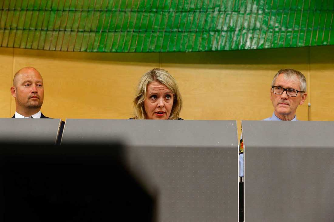 """""""EXTREM GRUPP I SYRIEN"""" KAN GENOMFÖRA TERRORATTACK –Vi fick nyligen information med anknytning till en extrem grupp i Syrien som kan ha för avsikt att genomföra en terrorhandling i Norge, säger säkerhetstjänstens chef Benedicte Bjørnland. Här med justitieminister Anders Anundsen  och rikspolischefen Vidar Refvik på presskonferensen på torsdagen."""