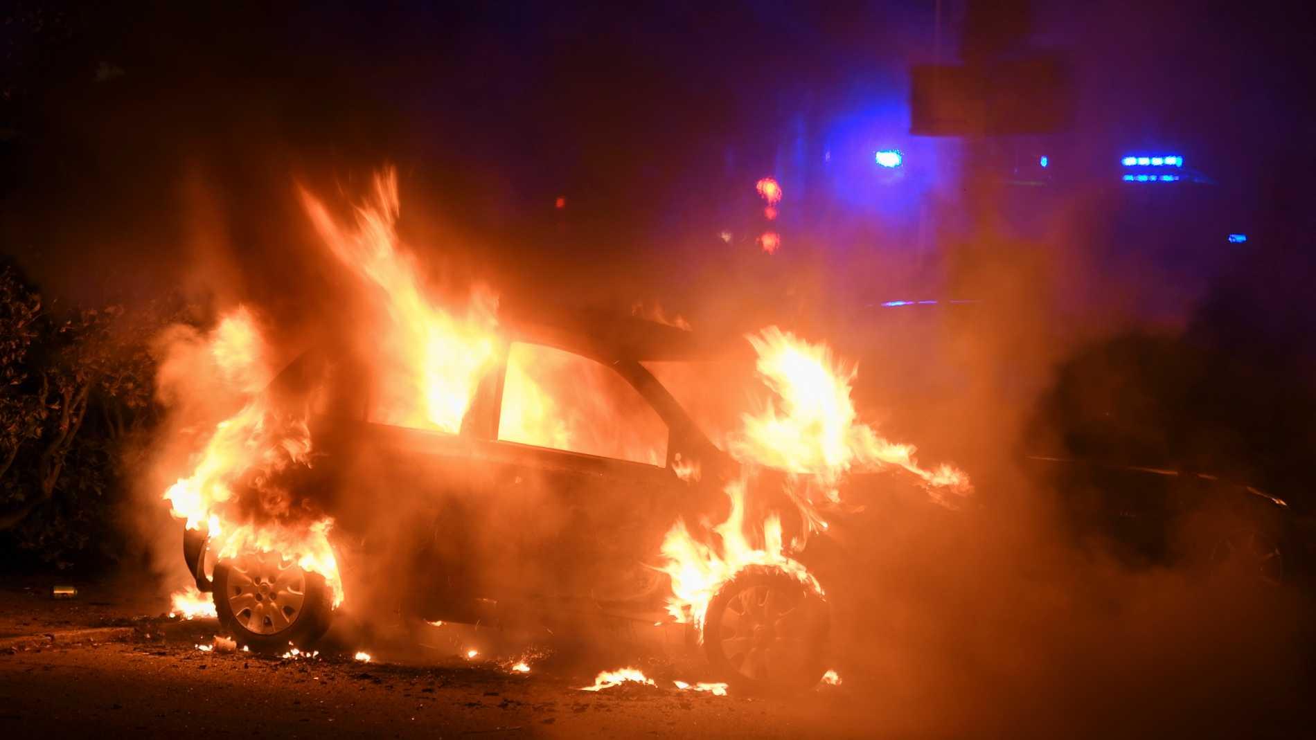 Bilbrand vid Pildammsparken under natten