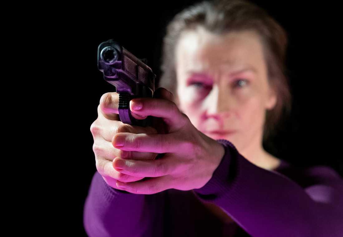 Elisabet Carlsson i Lo Kauppis uppsättning av Märta Tikkanens roman Män kan inte våldtas på Södra Teatern.