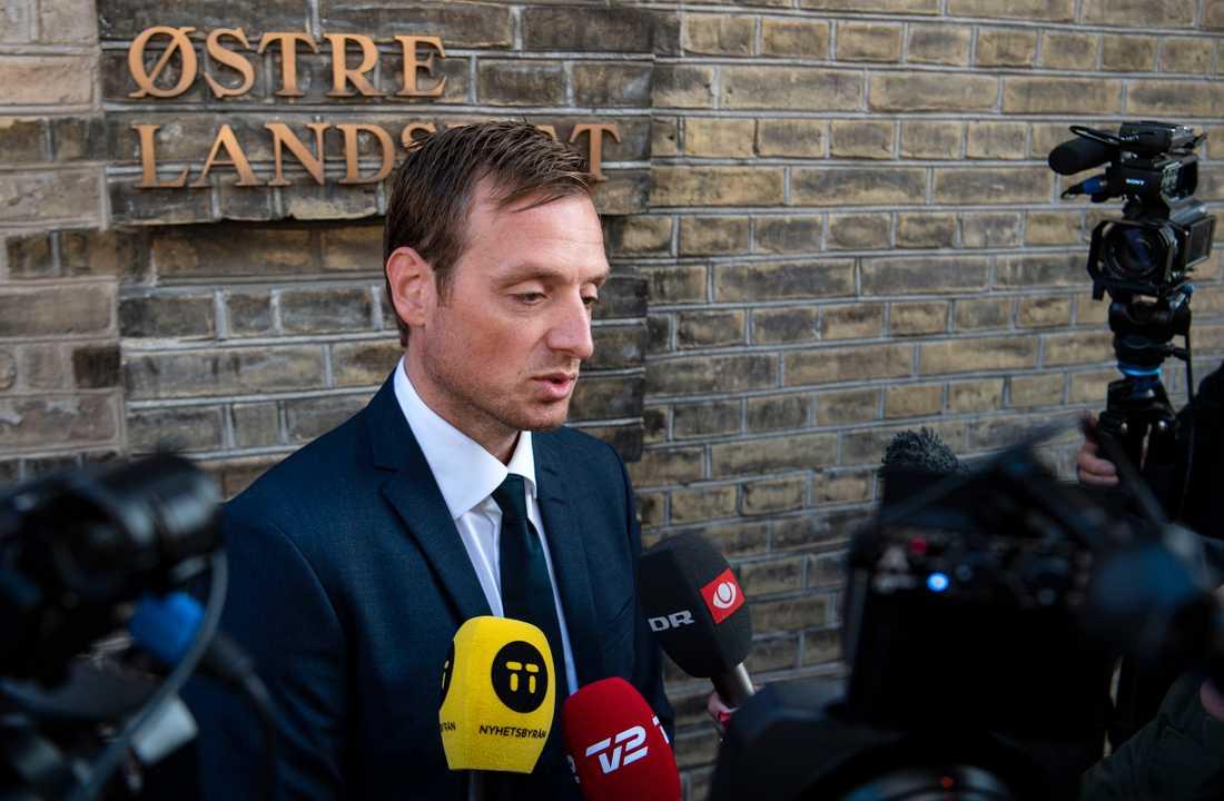 Åklagaren Kristian Kirk Petersen på väg till Østre landsret i samband med rättegångsstarten mot morddömde Peter Madsen förra veckan.