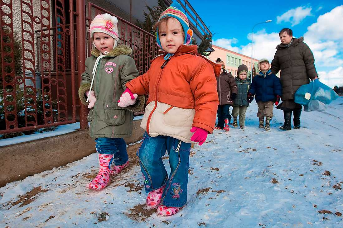 PÅ LIKA FOT Efter reformen av det polska skolsystemet har nu alla barn rätt till samma utbildning – oavsett bakgrund och talang. Nu rankas eleverna högre än de svenska och amerikanska inom ämnena naturvetenskap och matematik.
