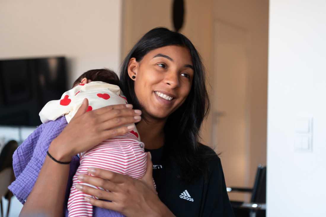 Jamina Roberts, 30, dotter Lou föddes i början på augusti.