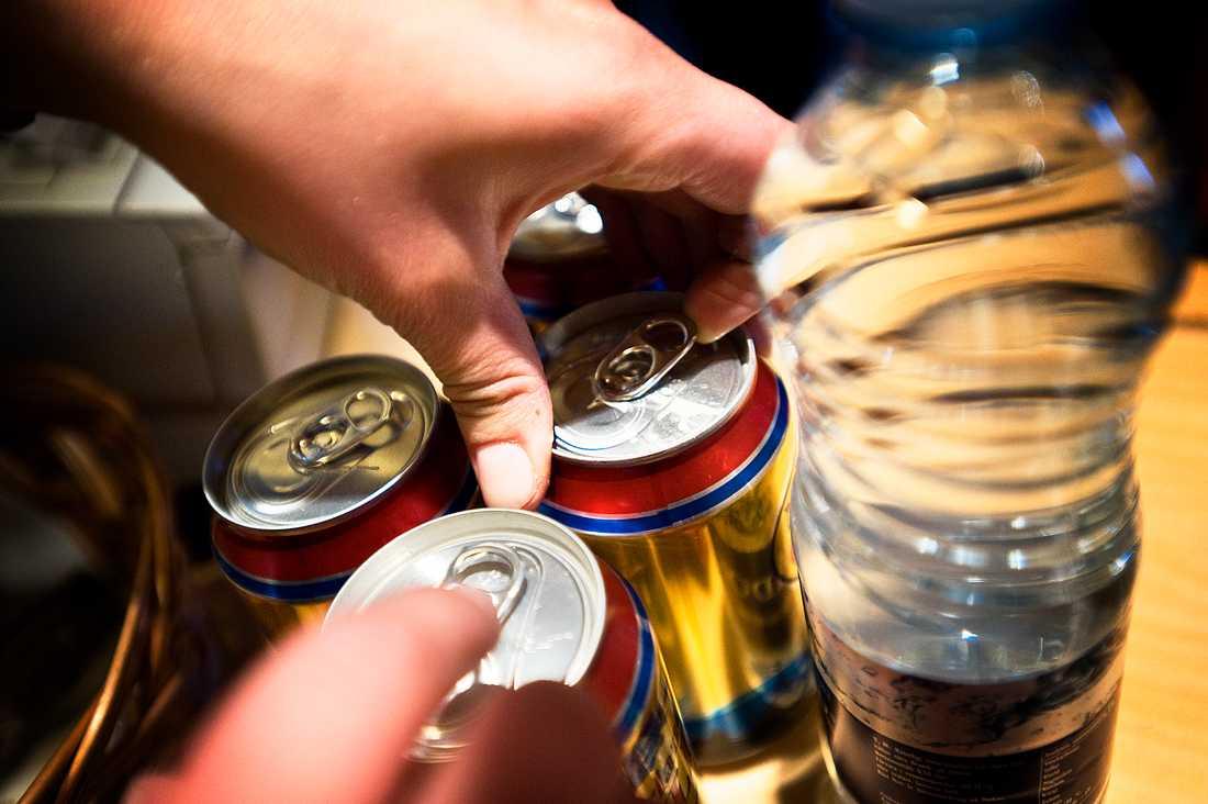 Det har sålts alkohol i en läskautomat vid järnvägsbygget i Järfälla sedan januari avslöjar TV4. Arkivbild.
