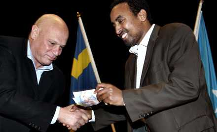 Utan bevis stämplade USA svensken Ahmed Yusuf som terrorist. Robert Aschberg hörde till de svenskar som stöttade Yusuf under den tiden hans tillgångar var frysta. Här ses de vid en manifestation i slutet av 2005.