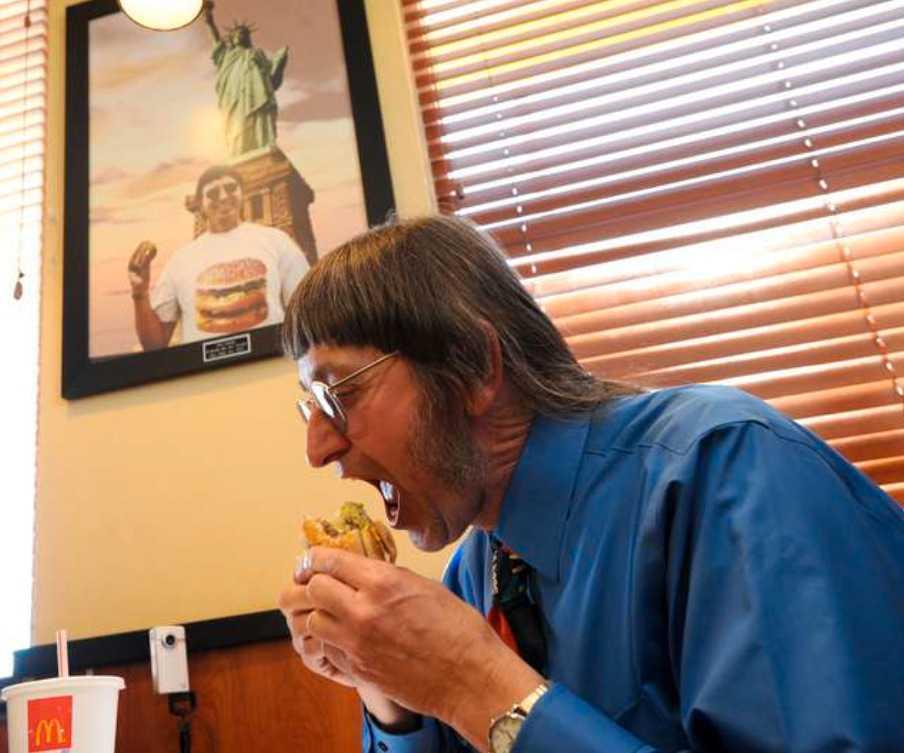 """Mums filibabba Don Gorske, 59, tröttnar inte på Bic Mac. """"Jag kommer att äta Big Mac tills jag dör"""" säger han."""