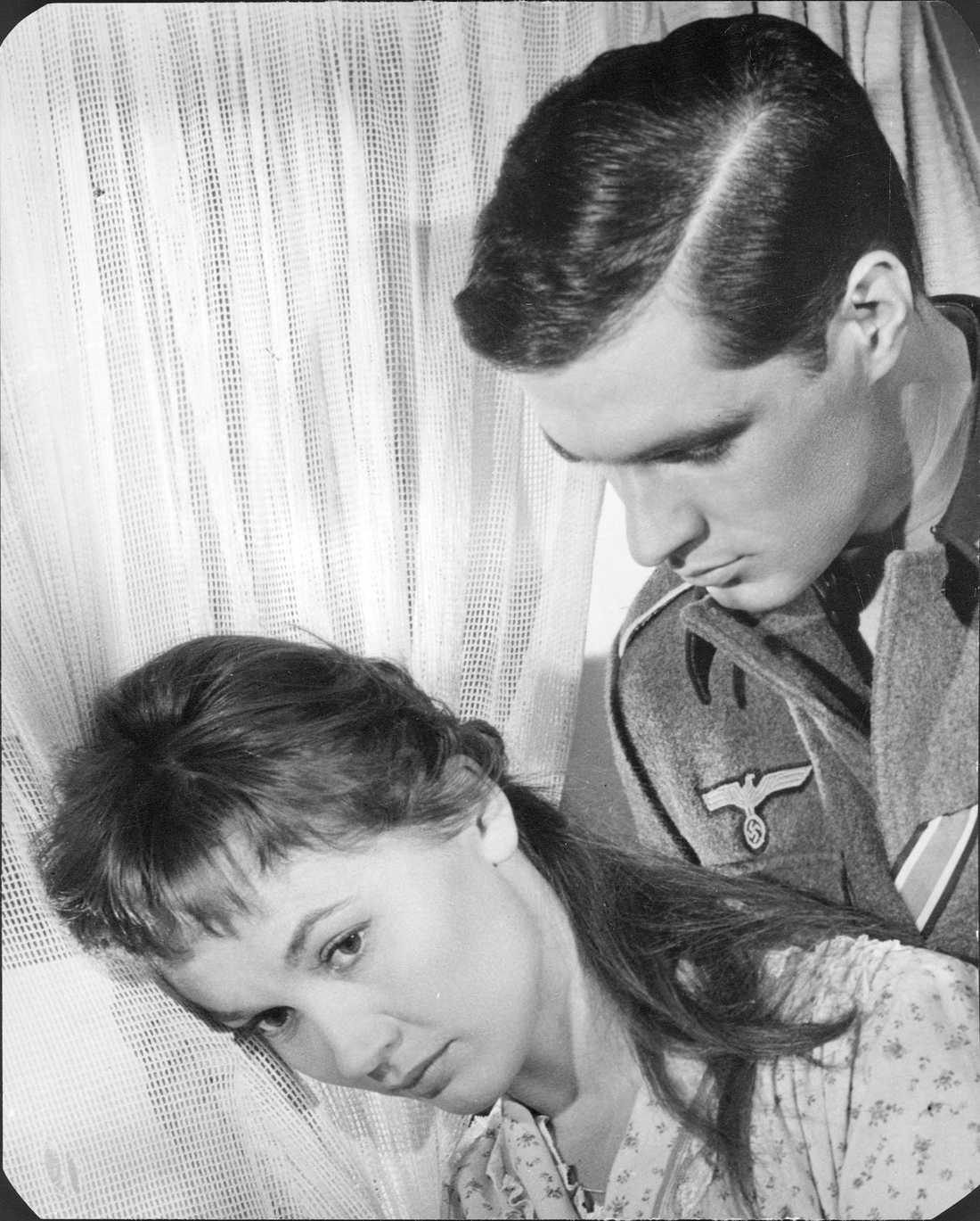 """John Gavin och Liselotte Pulver i """"Tid att älska, dags att dö""""."""