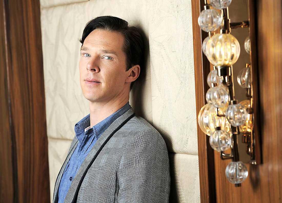 """Benedict Cumberbatch är numera världskänd som Sherlock Holmes. Men han vill hålla sig jordnära. """"Jag försöker se varje jobb som det första jag har. Hur ska jag klara jobbet med regissören och kollegorna?"""", säger han."""
