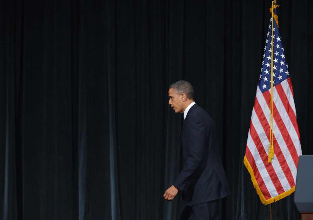 """Obama lämnade lokalen under stående ovationer: """"Jag kommer att använda all kraft jag kan för att förhindra att det här händer igen"""""""